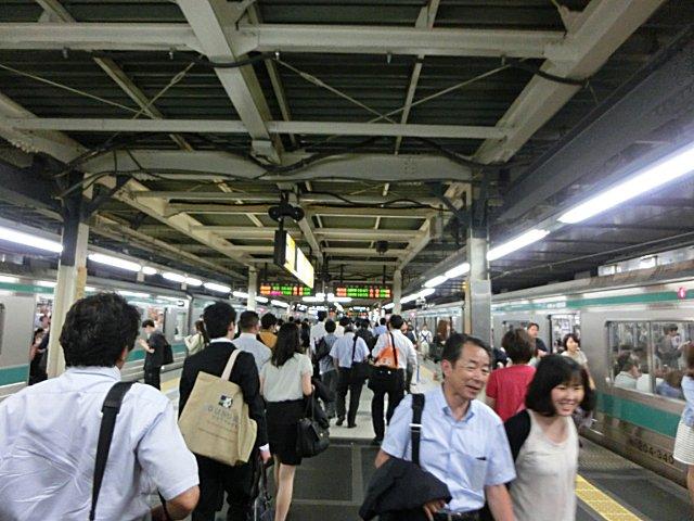 辺鄙なところにある新宿駅埼京線ホームです。