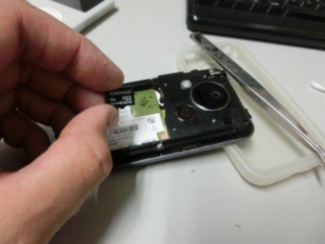 IS03のSDカードが接触不良を起こしていました。