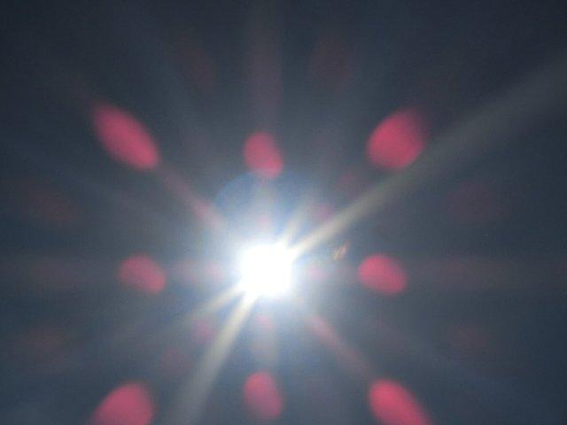 アート的な太陽の写真です。