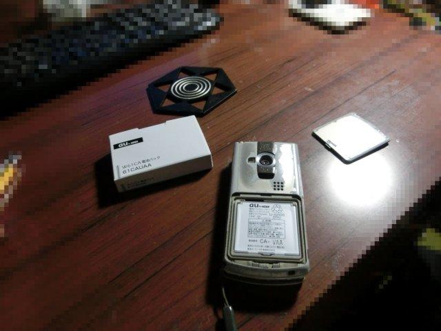 ガラケーの交換バッテリーが届きました。