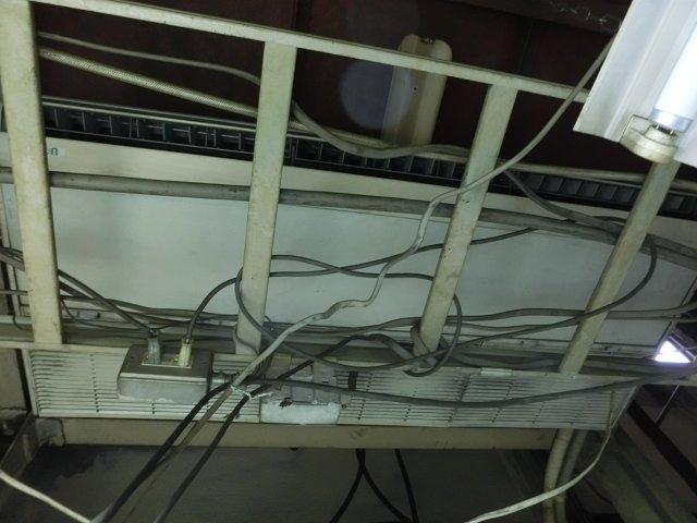 故障した5馬力エアコン。