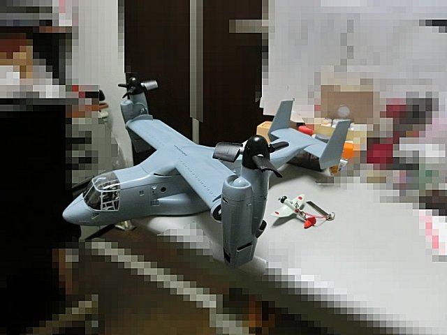 V-22オスプレイのキャノピ枠を塗りました。