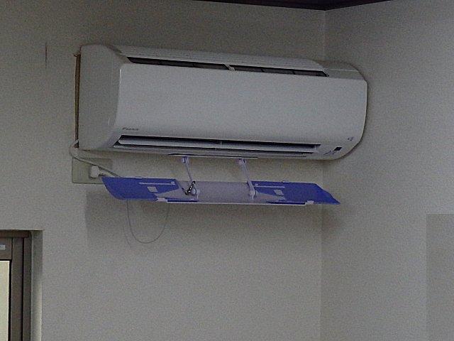 役立たずのクーラーの冷風板。
