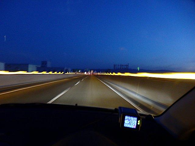 先般の阪神高速を北に向かって進みました。