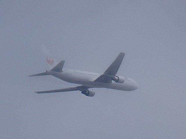 写真のB767は東京方面への便かも知れません。