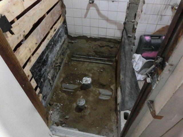 トイレ・リノベーション開始です。