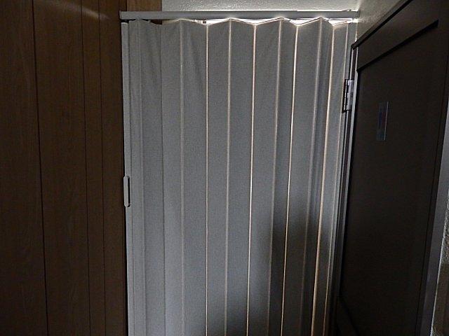 倉庫にアコーディオンカーテンを取り付け。