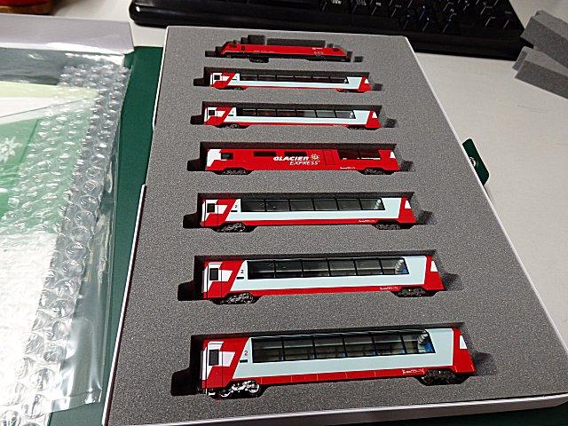 機関車を含め、7両を揃えました。