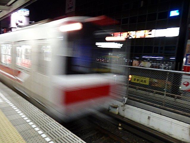 地下鉄の始発は5時5分。
