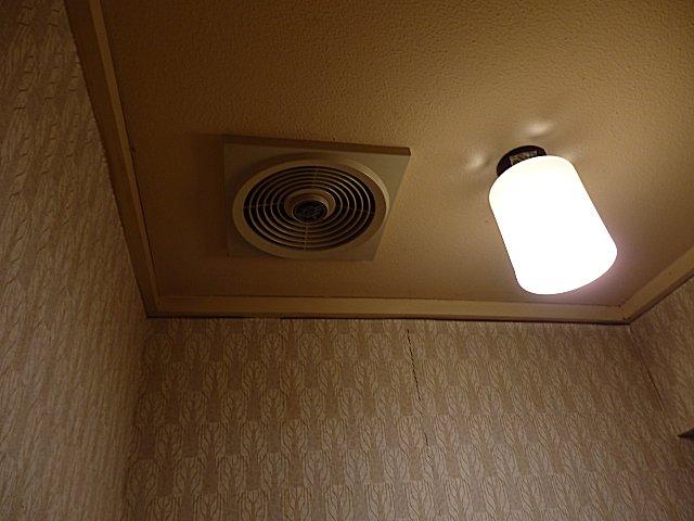 トイレ換気扇は数年前から吸気不能に。