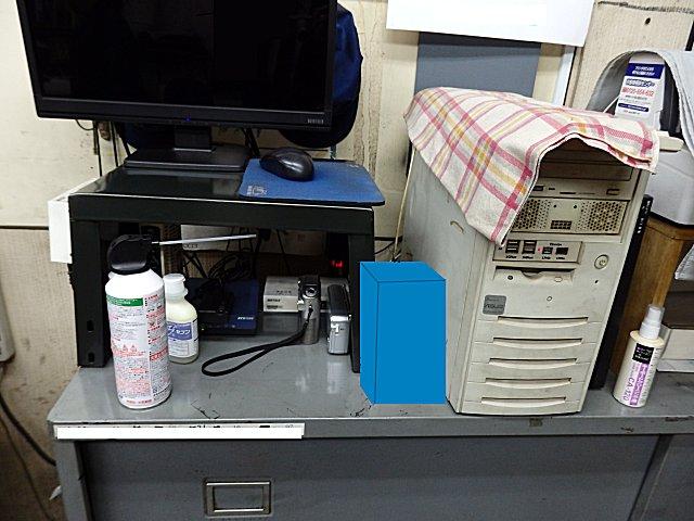 通信機器が集中するエリアには小型のデスクトップタイプを。