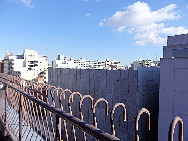 エスエス製薬大阪支社の跡地の先の風景です。
