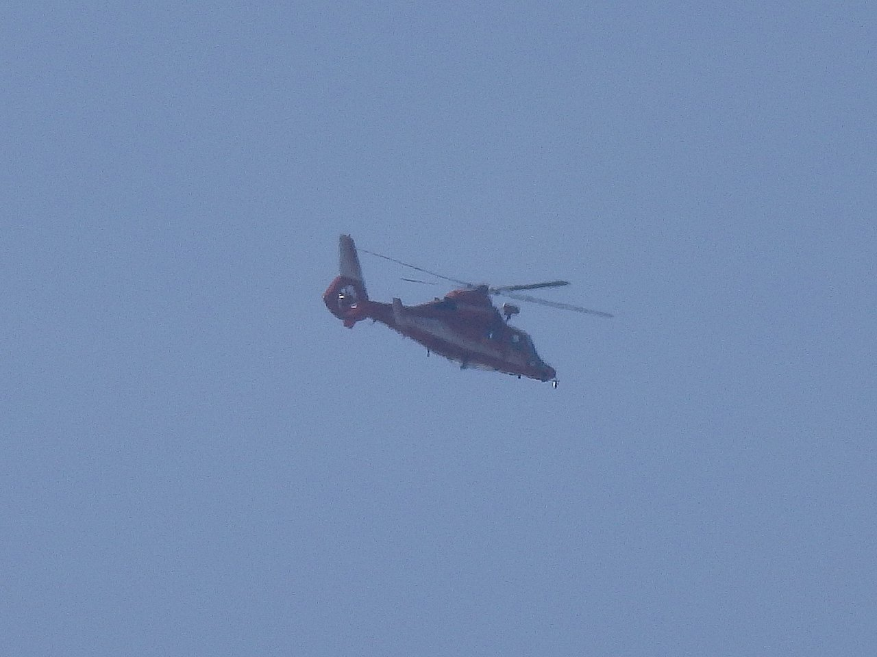 消防のジェットヘリです。