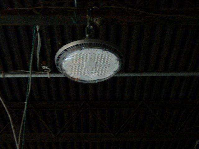 依然として故障中のLED水銀灯です。