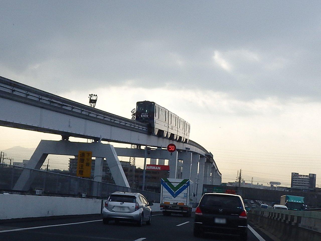 大阪空港へのメインアクセスたる大阪モノレールです。