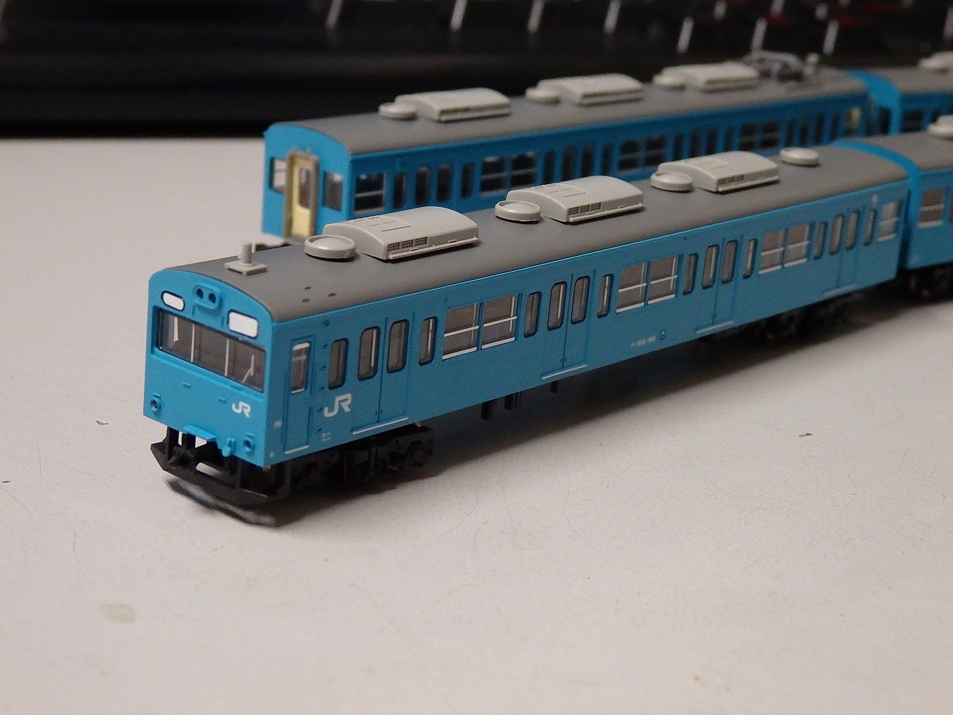 秋葉原のヨドバシカメラで購入した103系阪和線分散クーラー編成です。