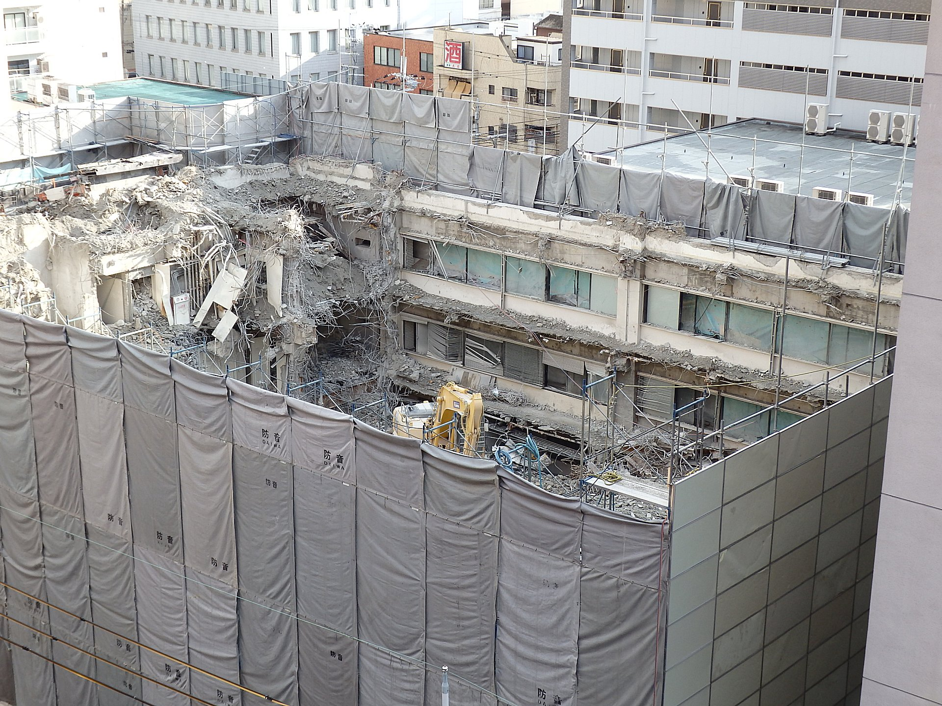 解体の進むエスエス製薬大阪支社ビルです。