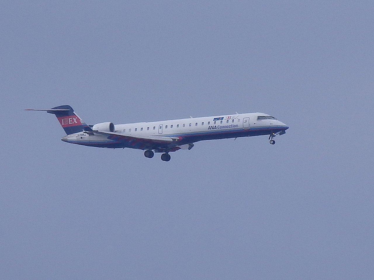 CRJ100や200よりも座席数が多いです。
