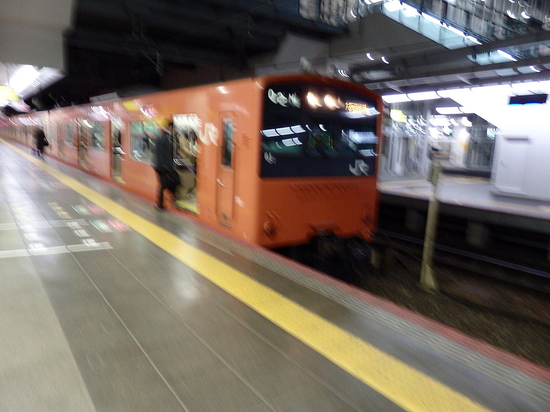 この201系には大阪−京橋往復で乗りました(笑)。