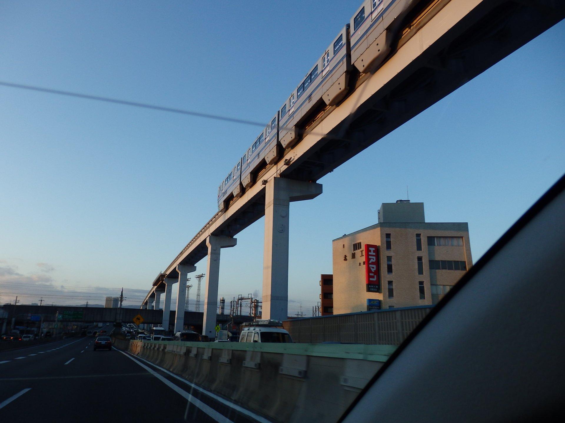 大阪モノレールの東海道新幹線オーバークロスです。