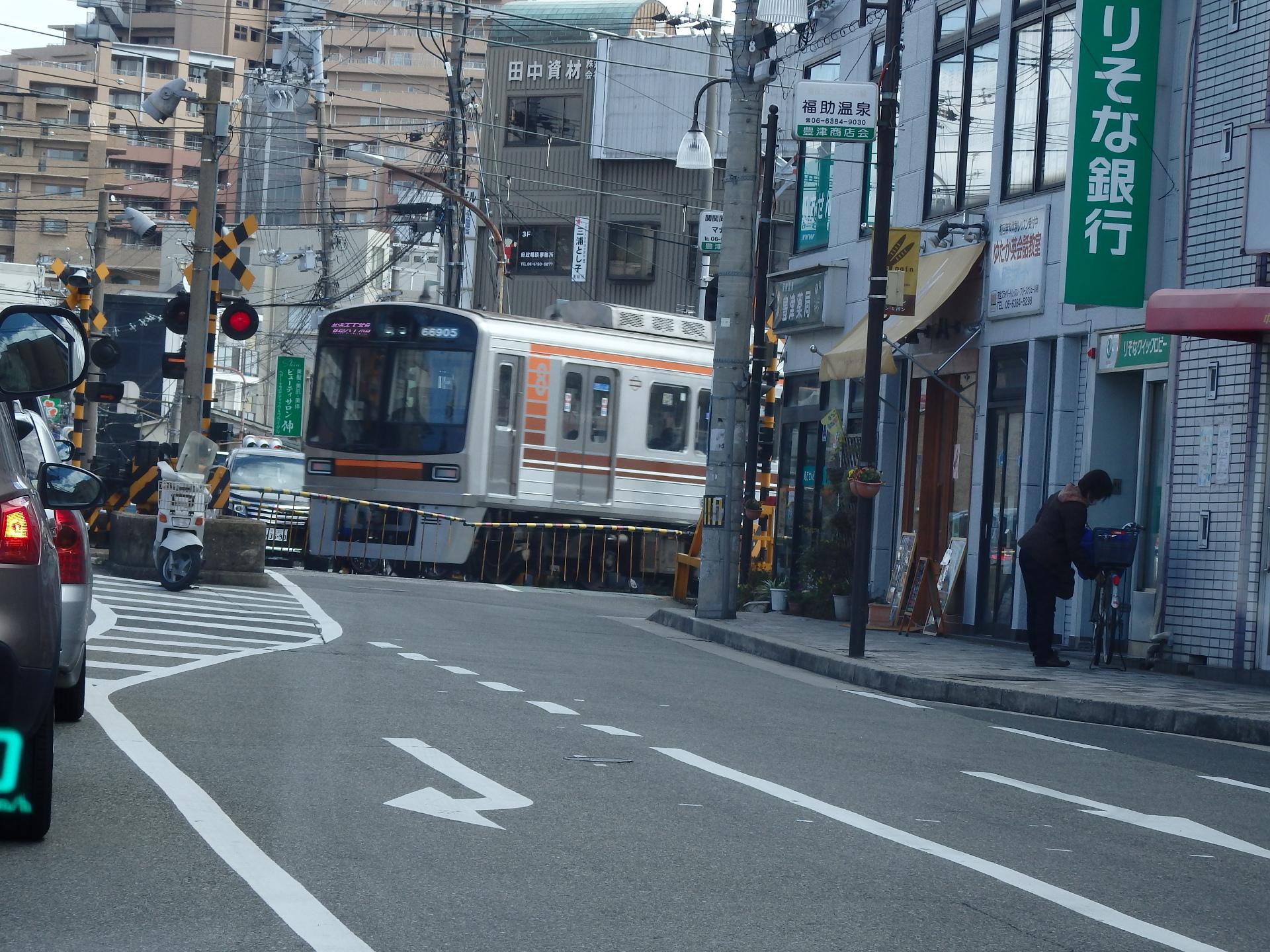 大阪市交66系の更新車です。