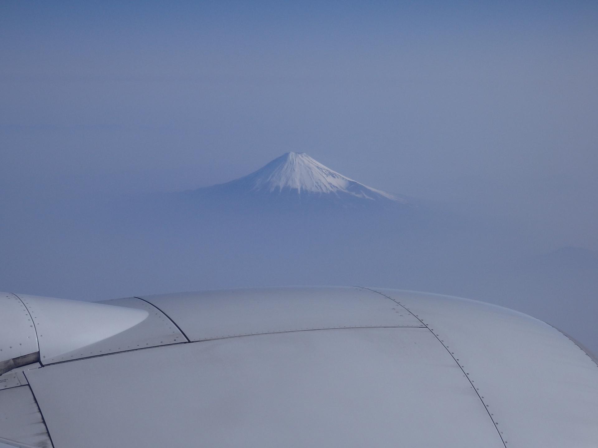 機上から見た富士山です。