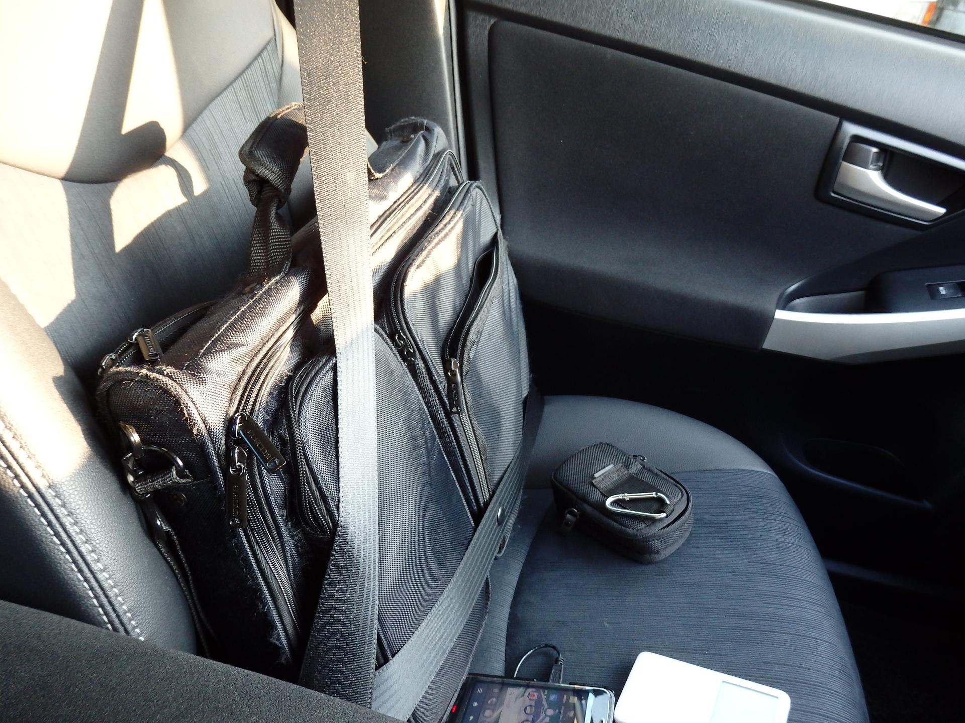 通常のシートベルト装着法。