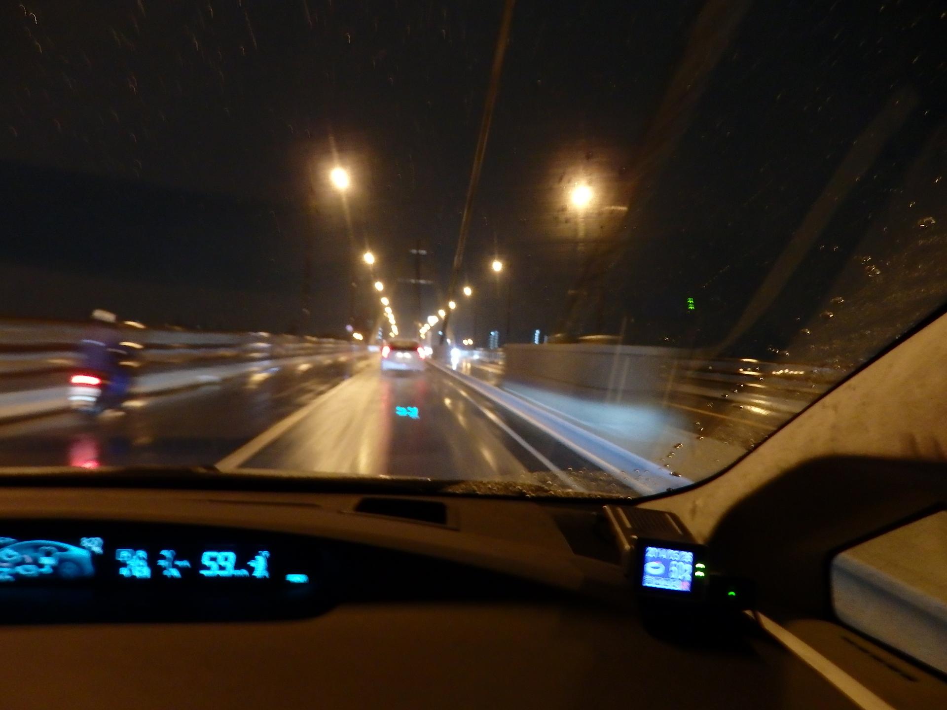 雨の豊里大橋です。
