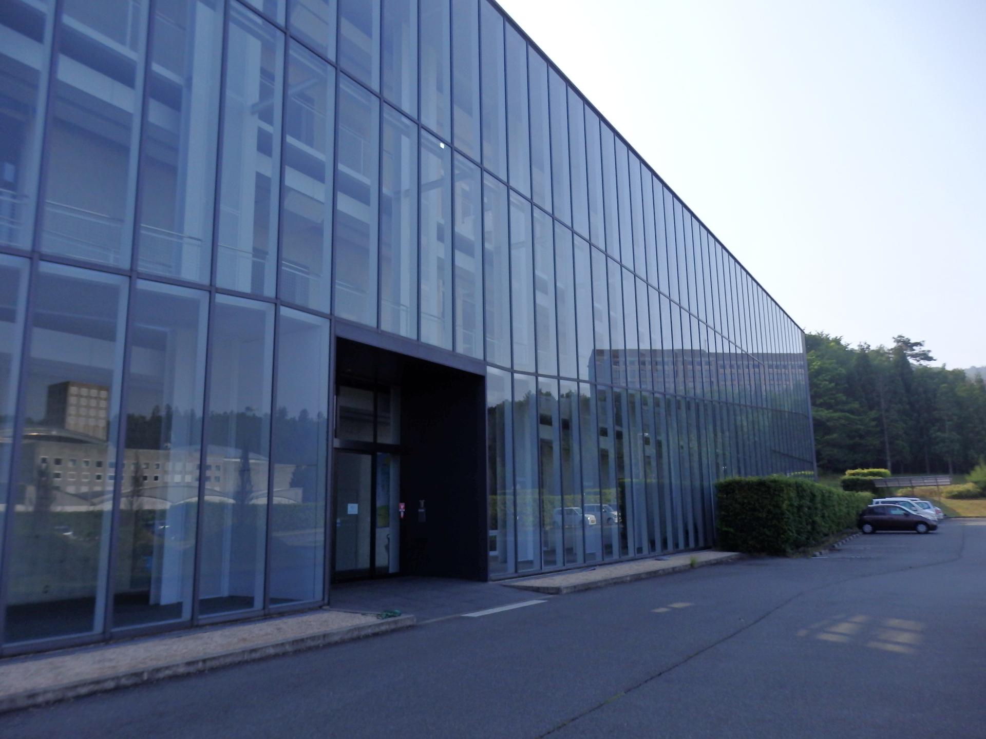 ものづくり支援センターのある研究棟です。