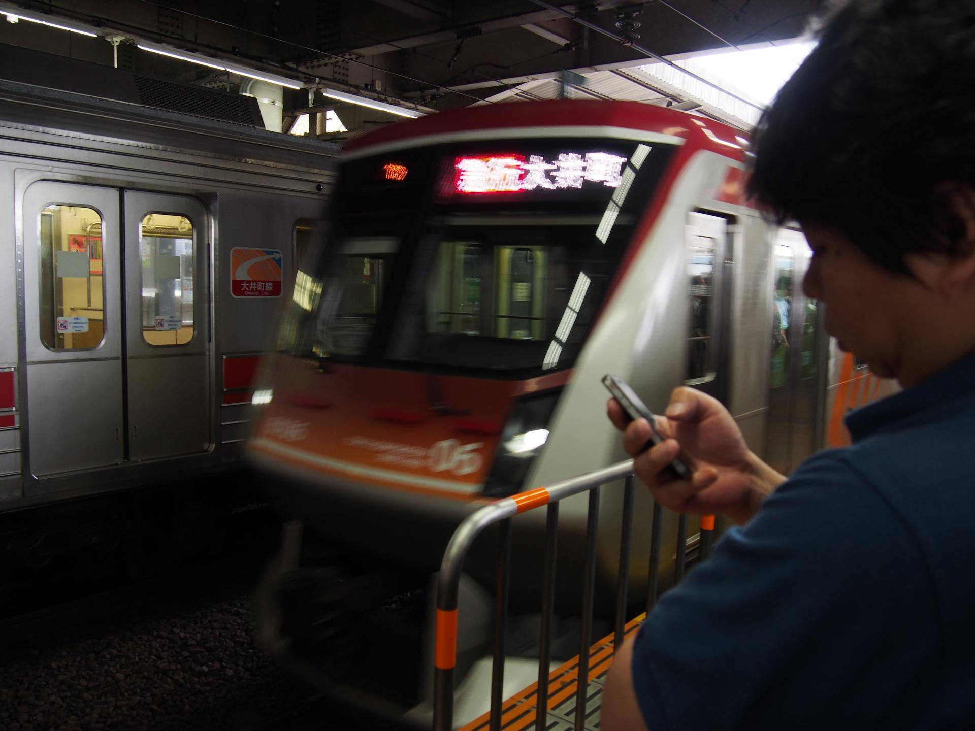 東急新6000系大井町線急行専用車両です。