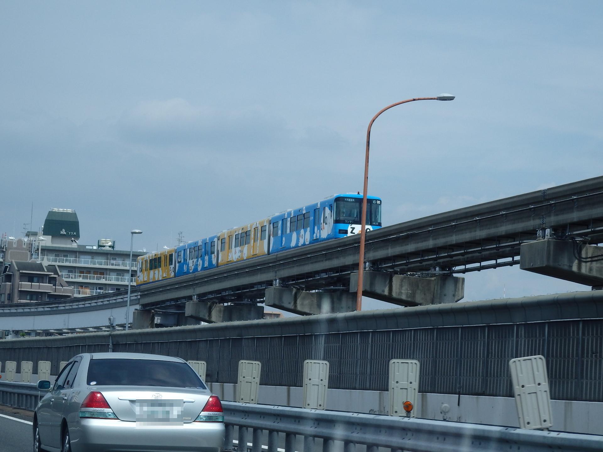 大阪モノレールのZAQカラーです。