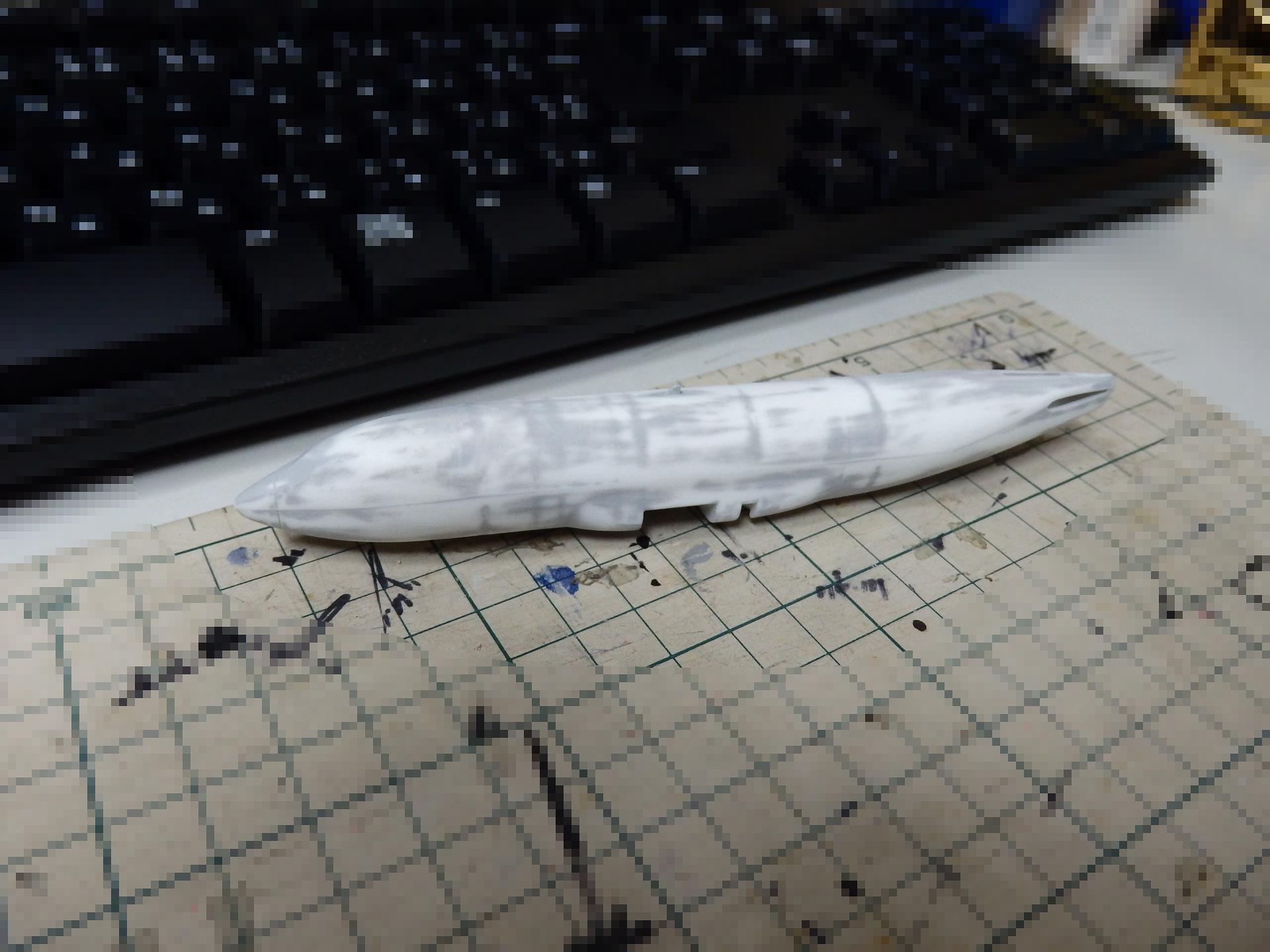 機体の下地の凸凹を整えました。