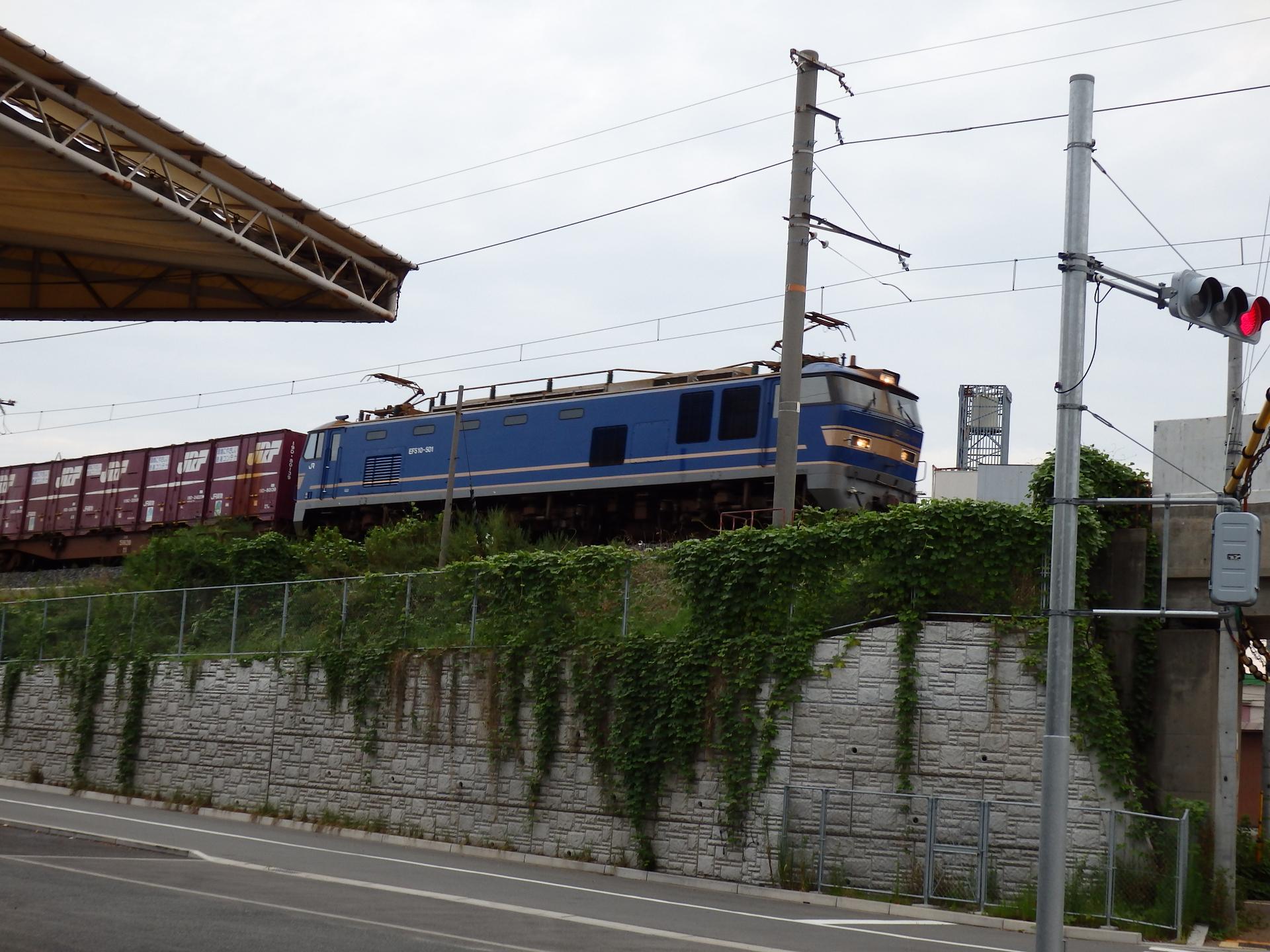EF510-501が牽引するコンテナ貨物列車です。