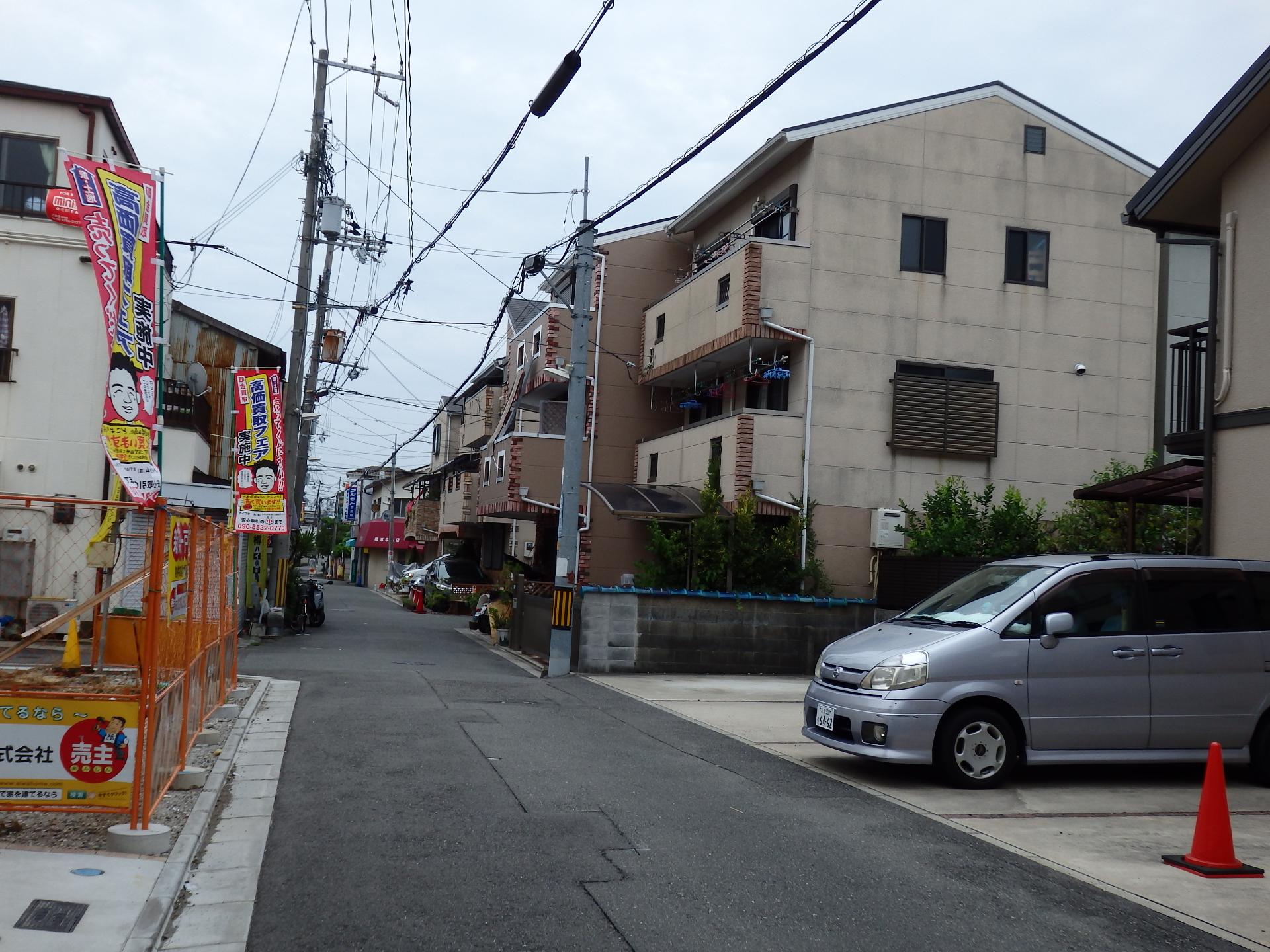 道路の右側は公設市場がありました。
