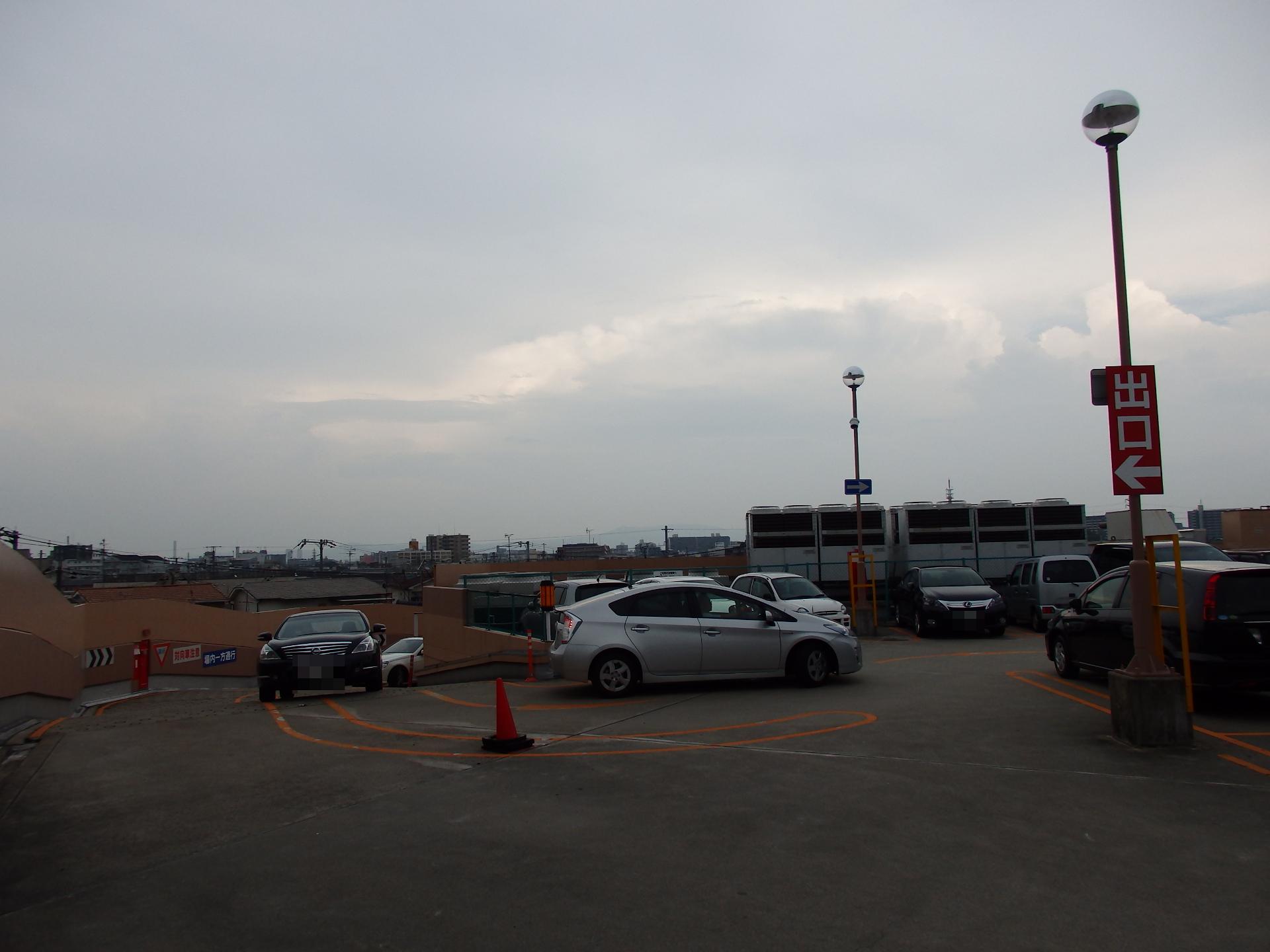ライフ吹田店の駐車場待ち渋滞。