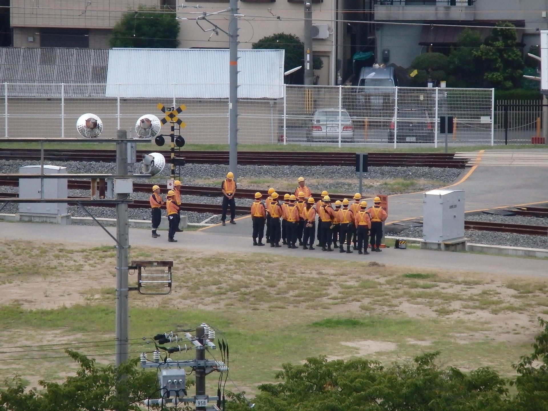 JR西日本研修センターで訓練を受ける鉄道マン達。