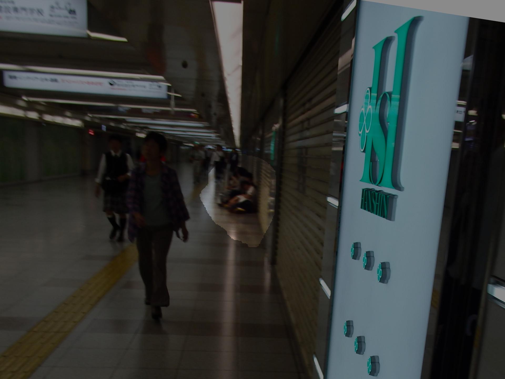 阪神百貨店名物の早朝からの行列。