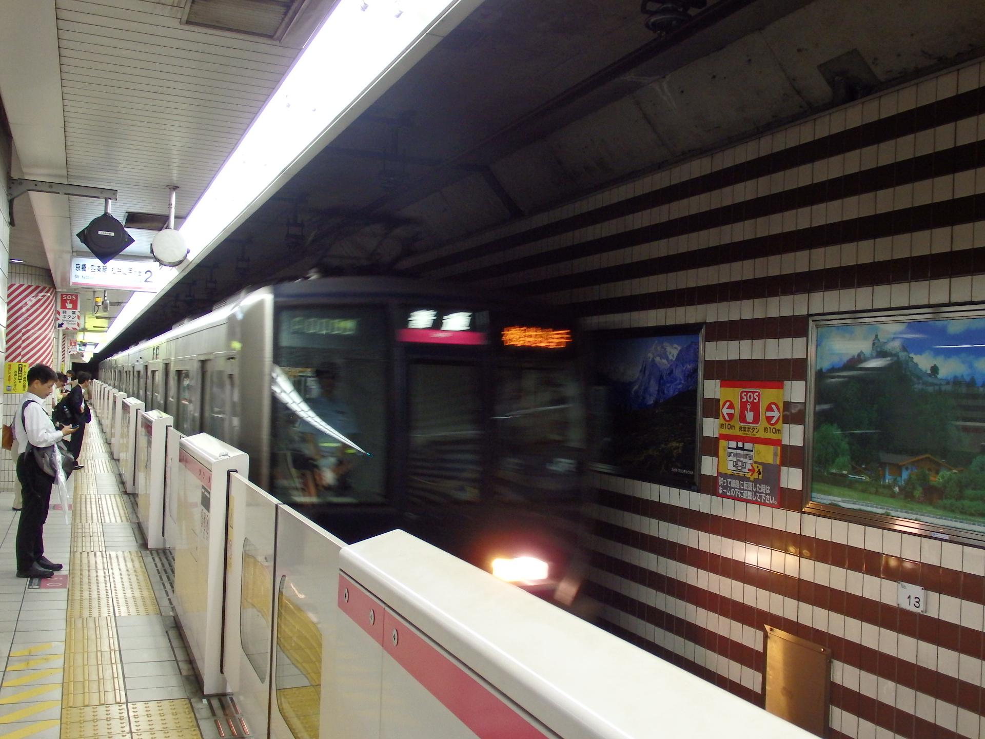 321系松井山手行普通です。