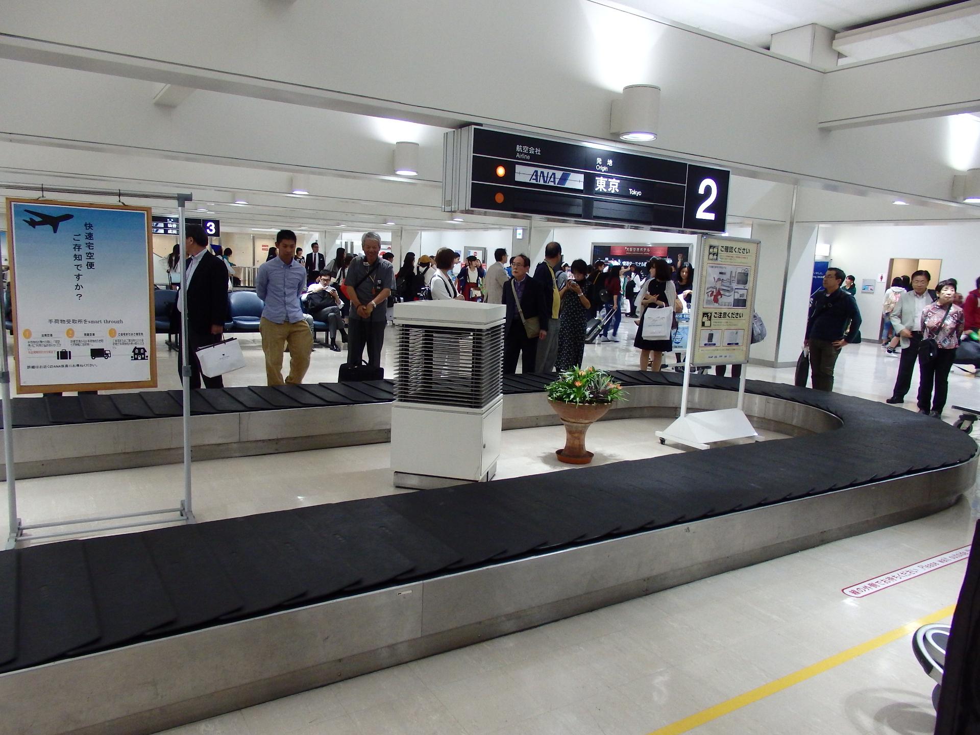 大阪伊丹空港のバゲージ・クレームです。
