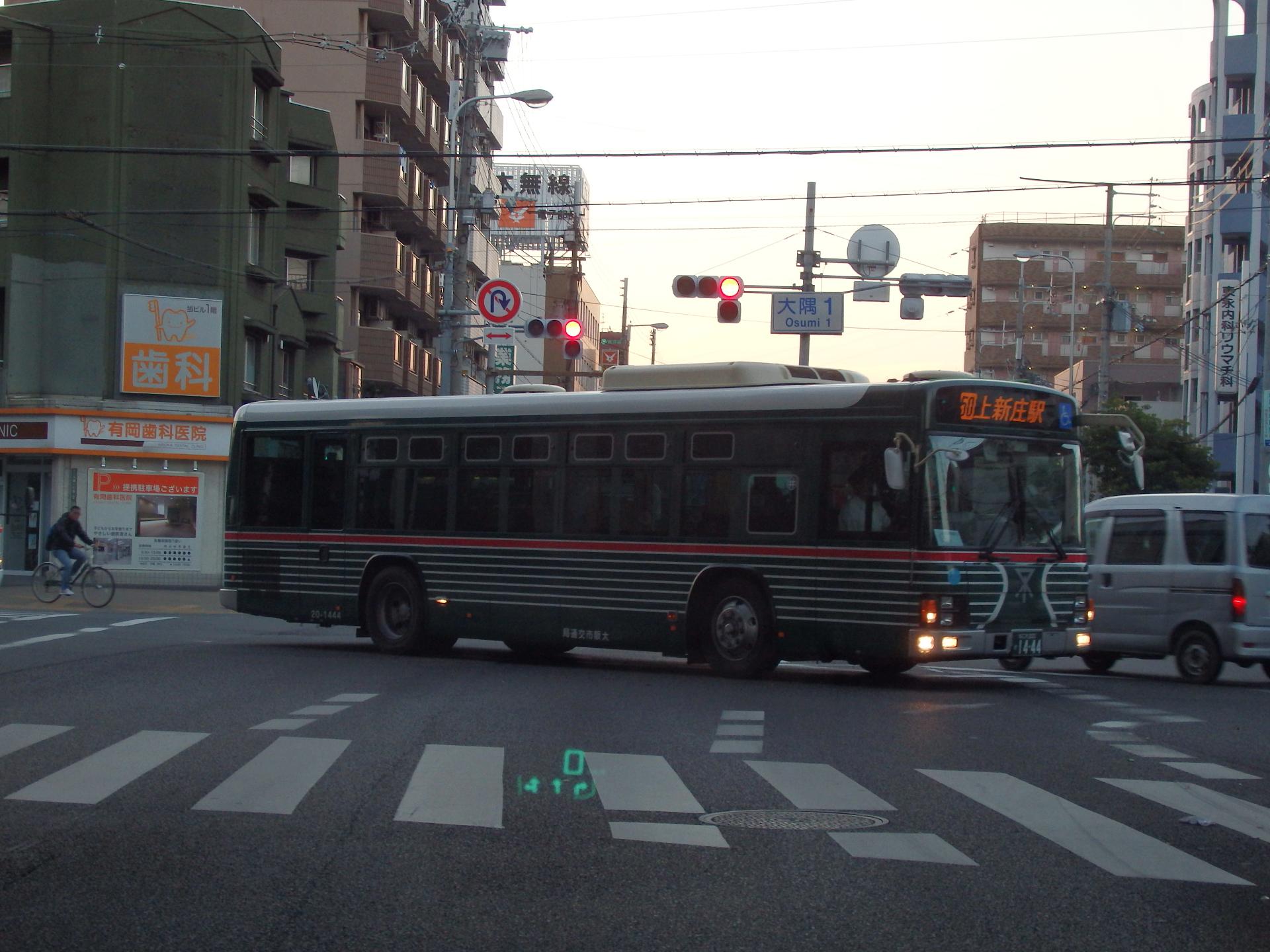 ゼブラリバイバルカラーの大阪市交通局バスです。
