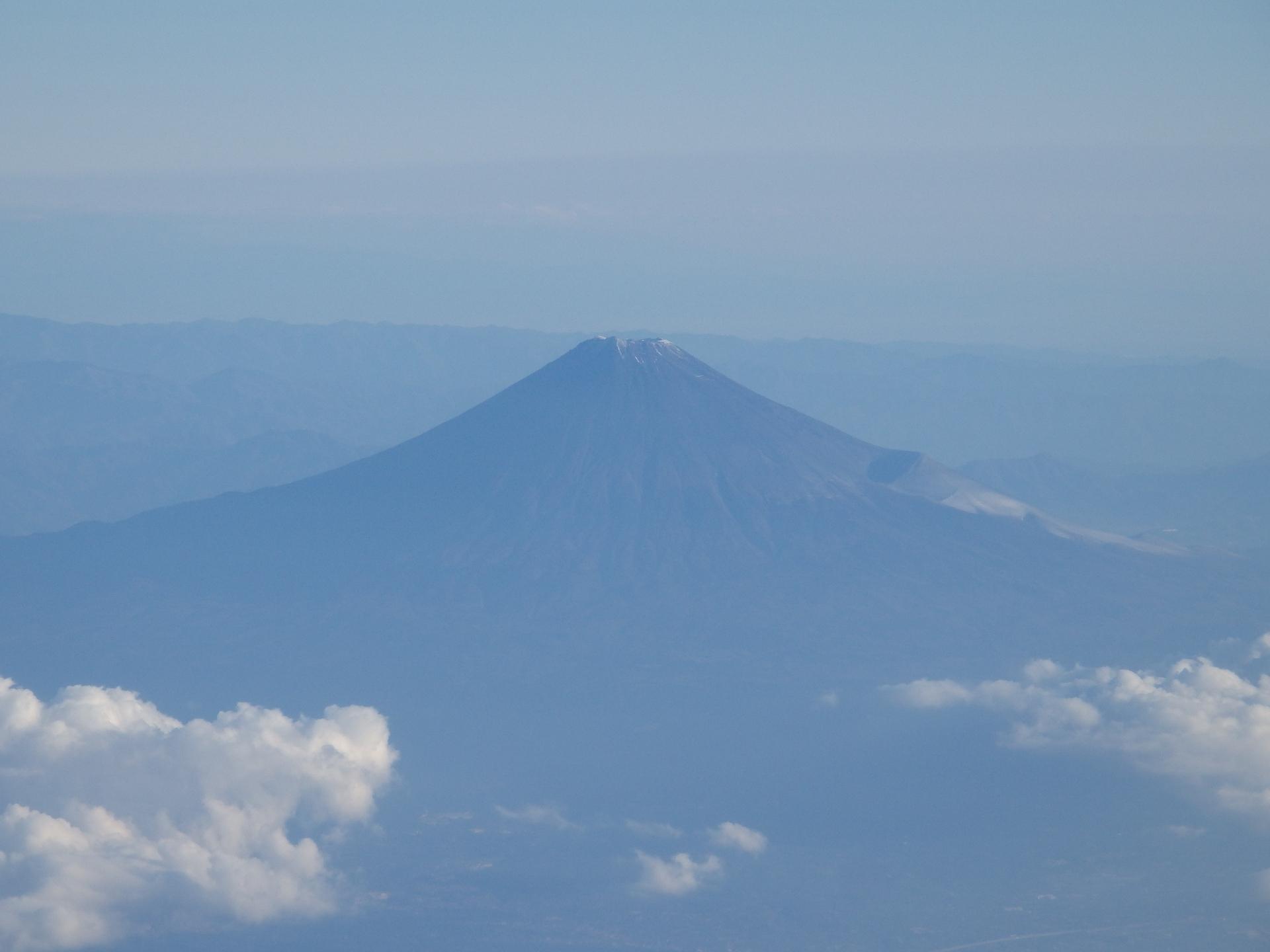 孤高の霊峰富士です。
