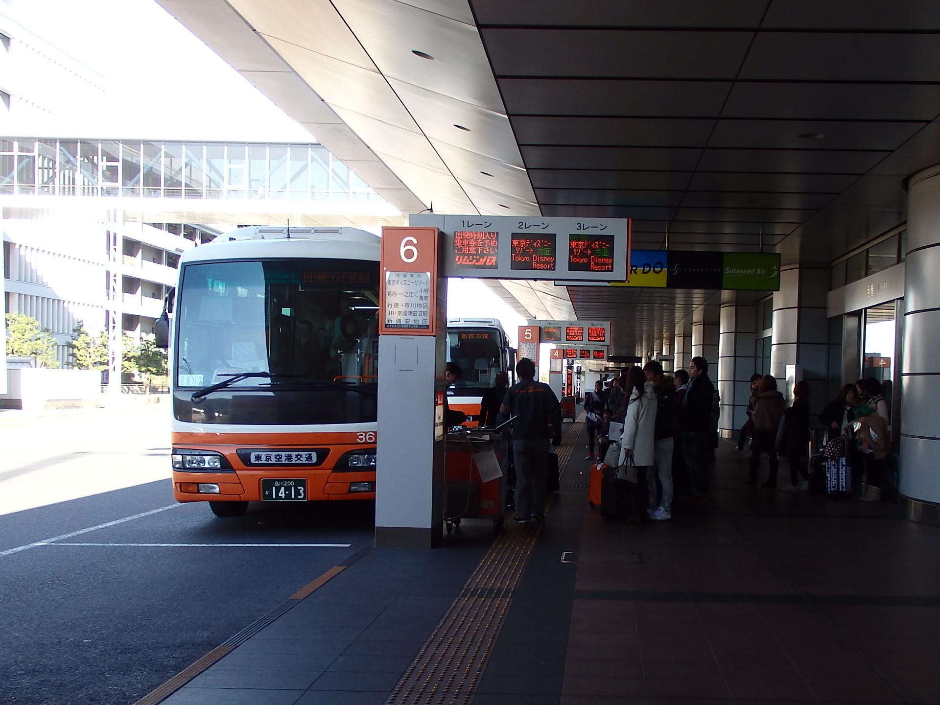 東京ディズニーリゾート方面のバスはいっぱい。
