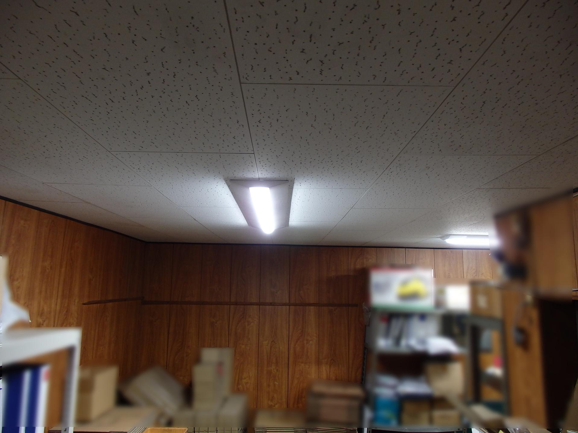 最新の薄型LED灯です。