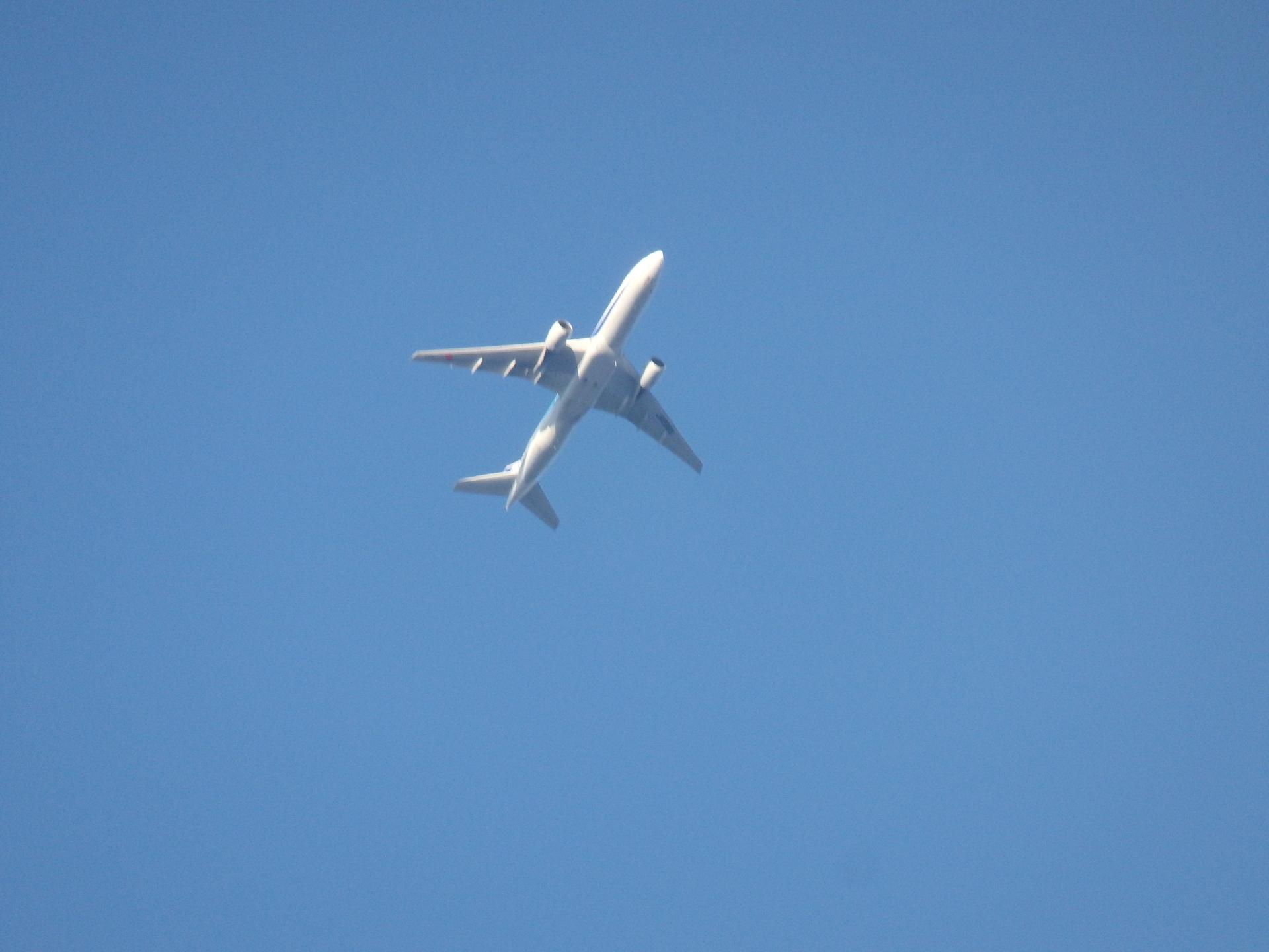 ANA986便とおぼしきトリプルセブンです。