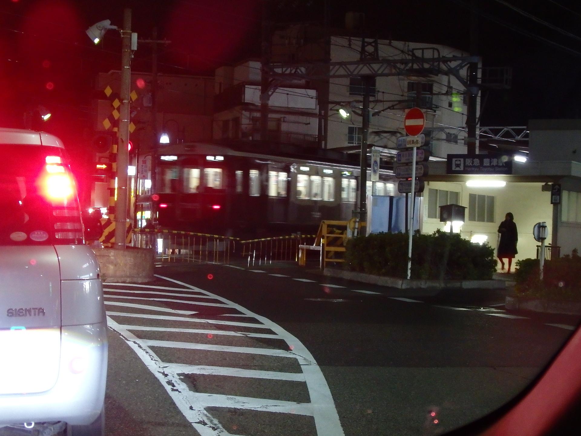 """阪神3011形です。""""阪急7300系らしき車体。"""""""