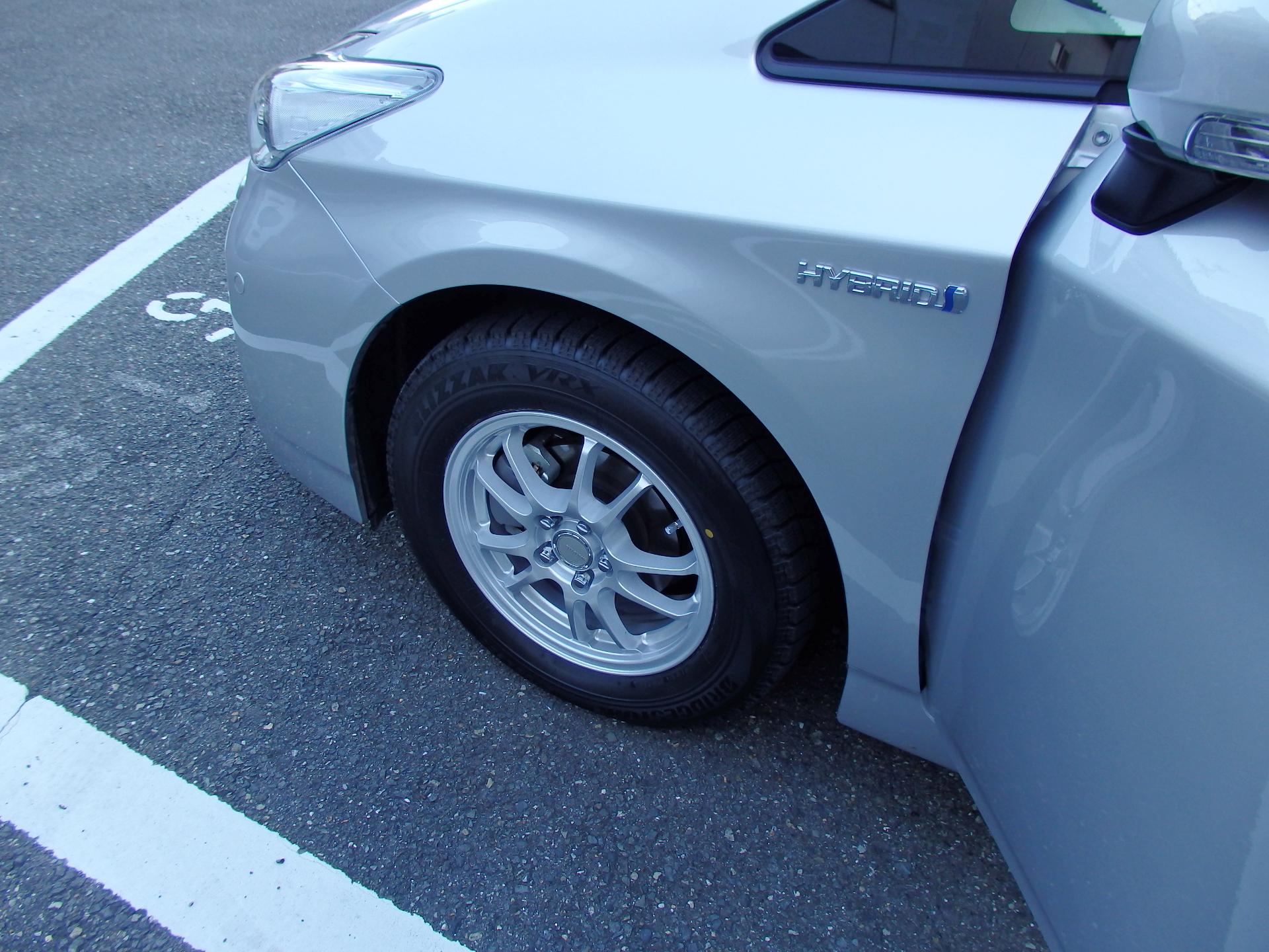 冬用タイヤに履き替えました。