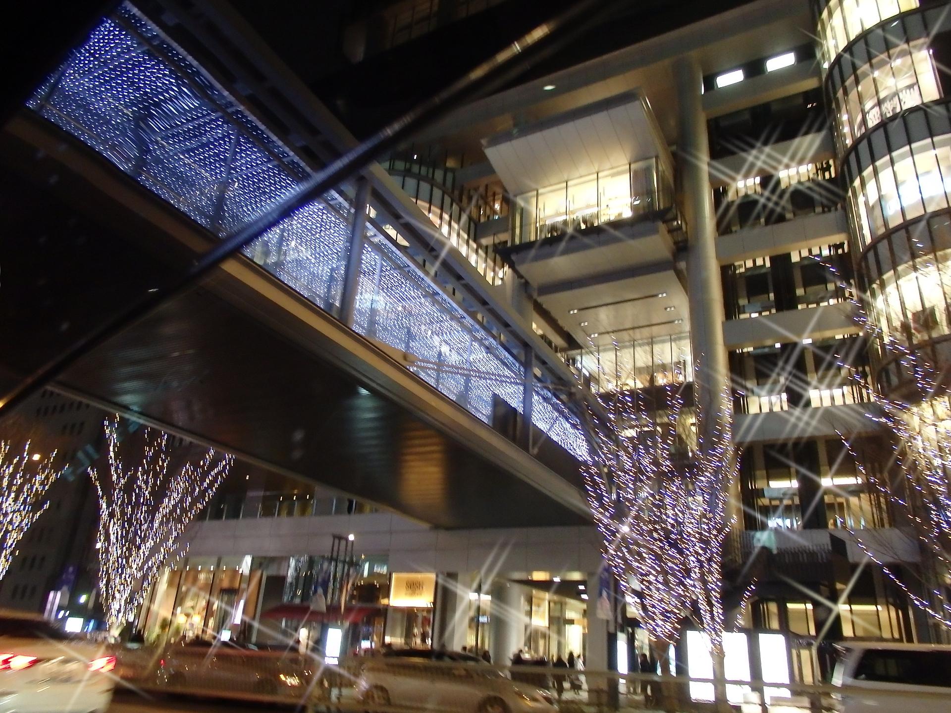 グランフロント大阪の夜景です。