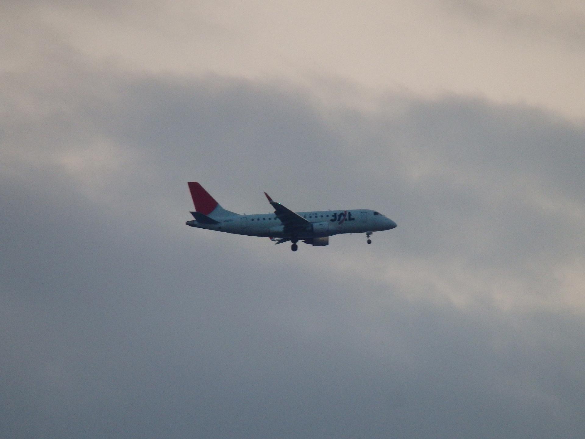 MRJのライバルになるエンブラエル機です。
