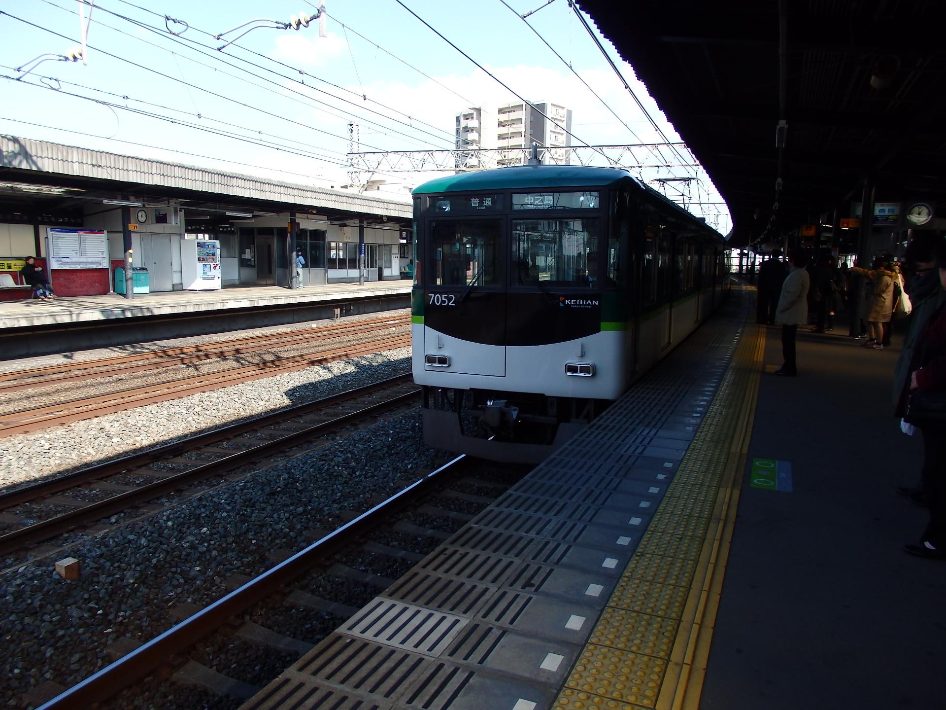 京阪7000系普通です。
