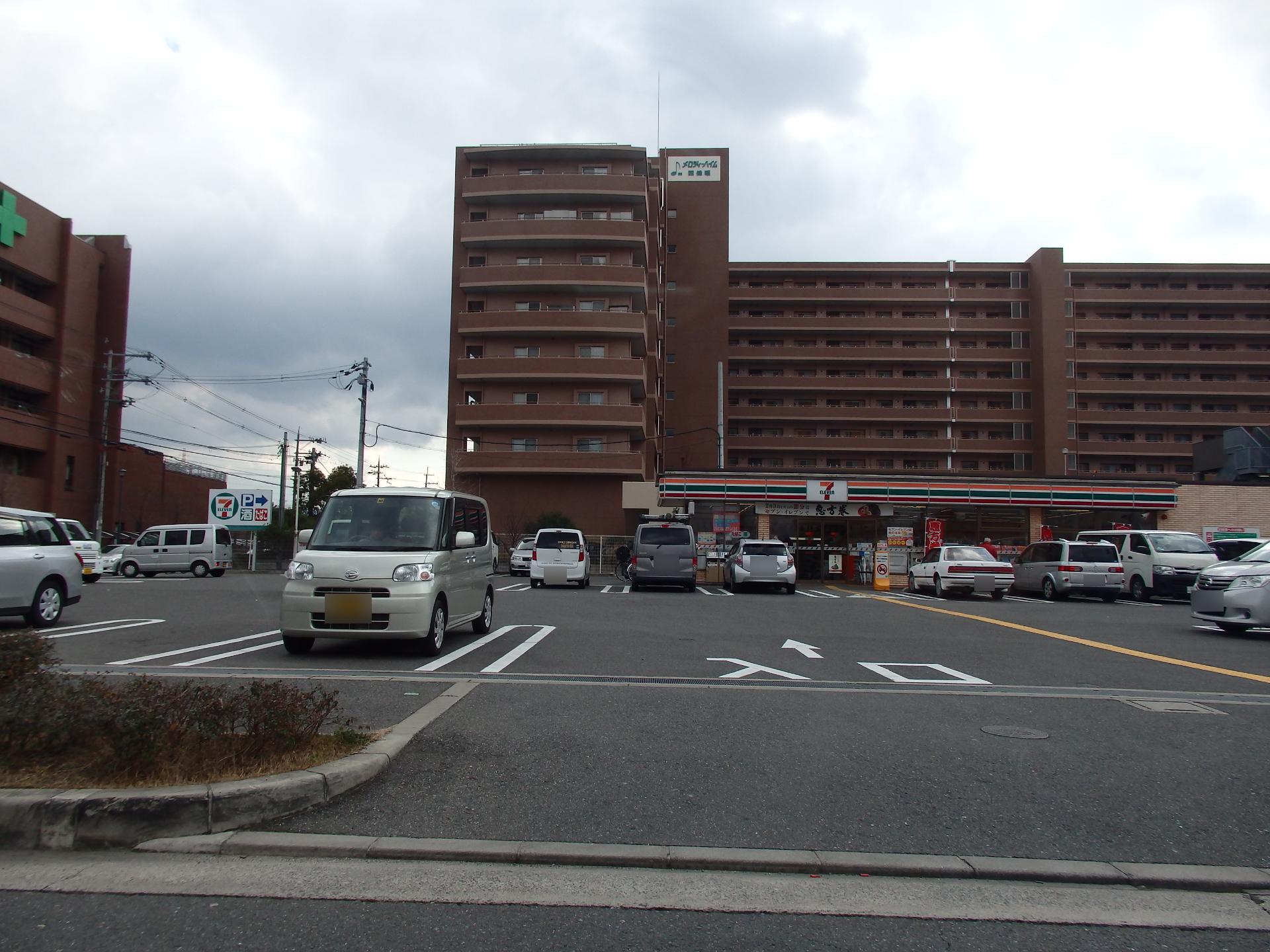 畷生会病院横のセブン・イレブンです。